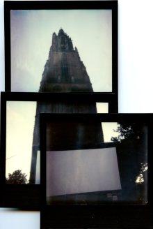 Openluchtfilm bij de Lievevrouwentoren. Polaroid Image 2 met Impossible Color film.